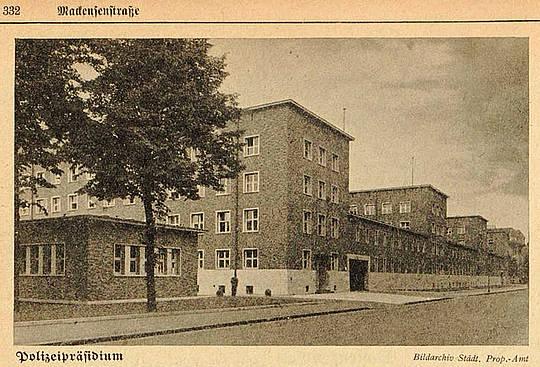 Polizeipraesidium_Duesseldorf_in_1937.jpg